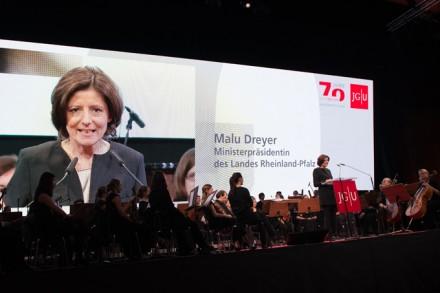 Ministerpräsidentin Malu Dreyer und Orchester. Foto: Markus Kohz, cross-effects