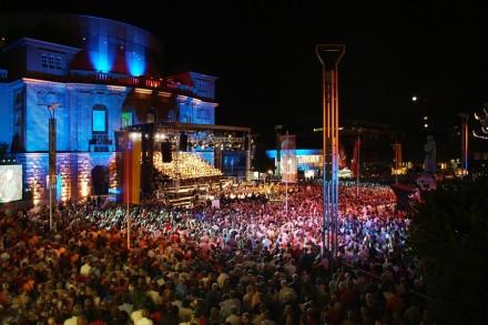 Europa Cantat, Carmina Burana auf dem Theaterplatz in Mainz. Foto: bst
