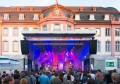 Hauptbühne am Schillerplatz, deutlich sichtbar: die Notfallbeschilderung.  Foto: Markus Kohz.