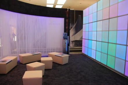 Messepräsentation mit LED-Wand.