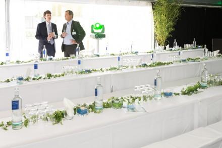 Lagebesprechung bevor die Gäste kommen. Foto: Markus Kohz, cross-effects